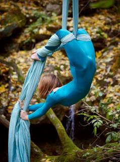 Dans acrobatic aerian