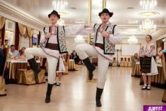 Dansatori la nunta TINERETEA